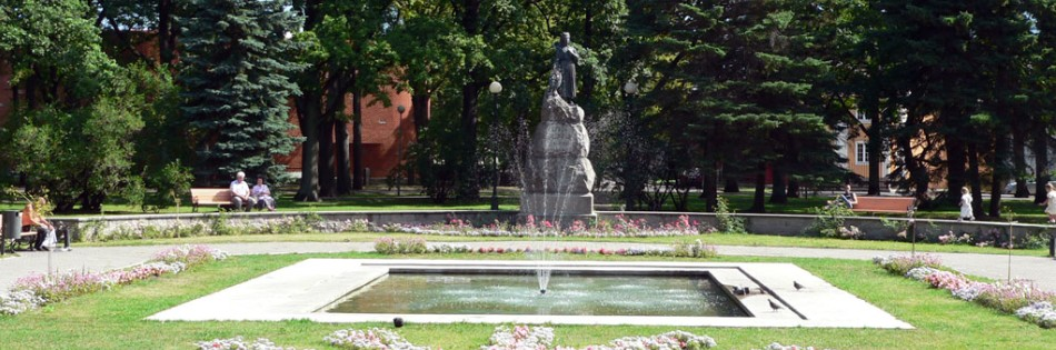 Lydia Koidula park monument